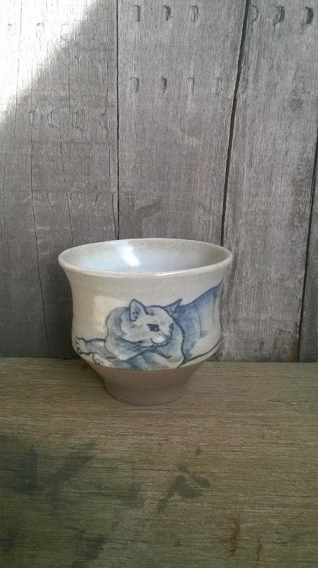 Blue and white painted cat - tabby - feel the grip cup