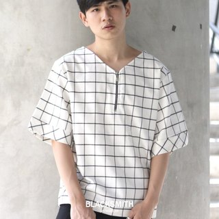 'Alonzo' V-neck Grid Top