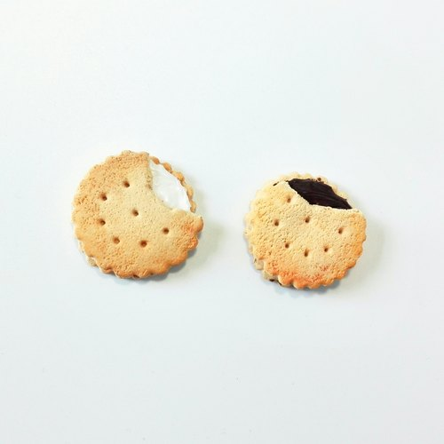 Handmade brooch simulation round biscuit tea Series