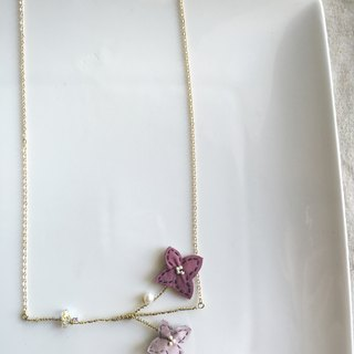 [ Bluesy Mod ] --- Slender Silhouette floret with freshwater pearl & crystal necklace . 黃銅幼線剪型花朵配淡水珍珠與水晶項鍊 [粉紅色] ( BSS 7 )