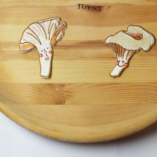 Swedish forest gold: Chanterelle mushroom embroidered patch (adhesive paragraph)