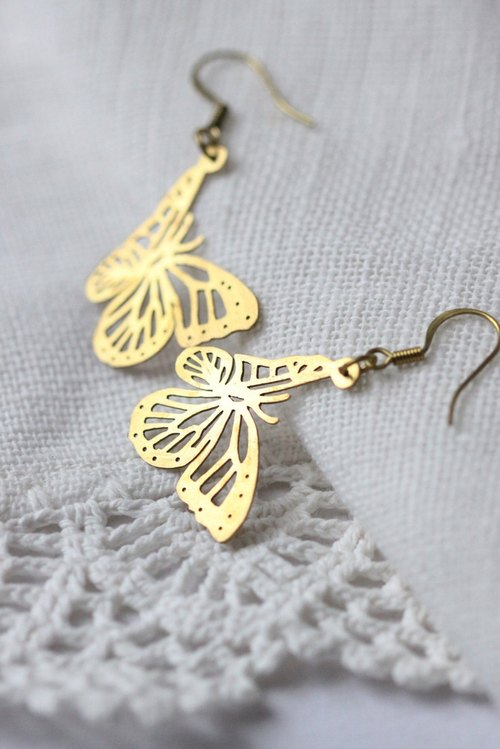 Both spend fly butterfly earrings