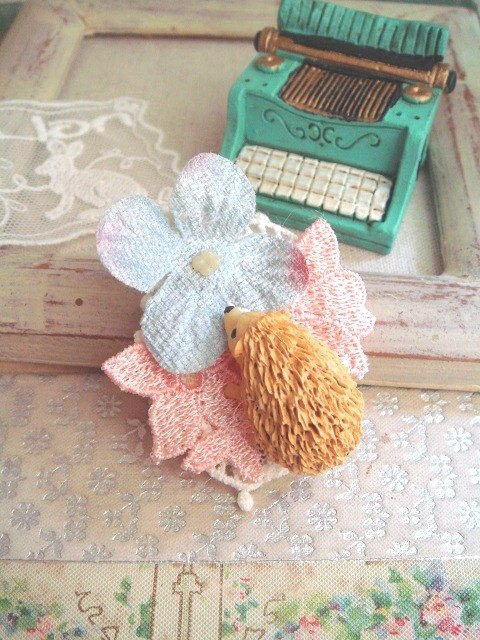 Garohands forest of Japan hedgehog brooch pearl velvet feel hydrangea petals pink sky blue F040 gifts * Greece Department of Forestry