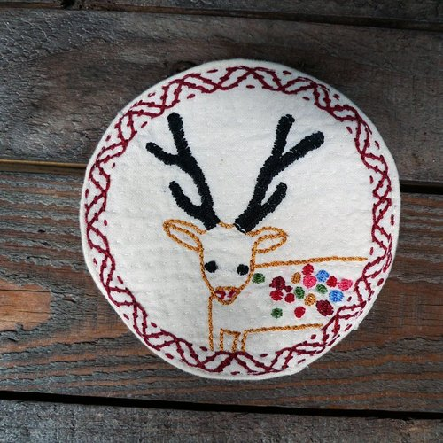 Hand-embroidered coasters _ _ white colored deer