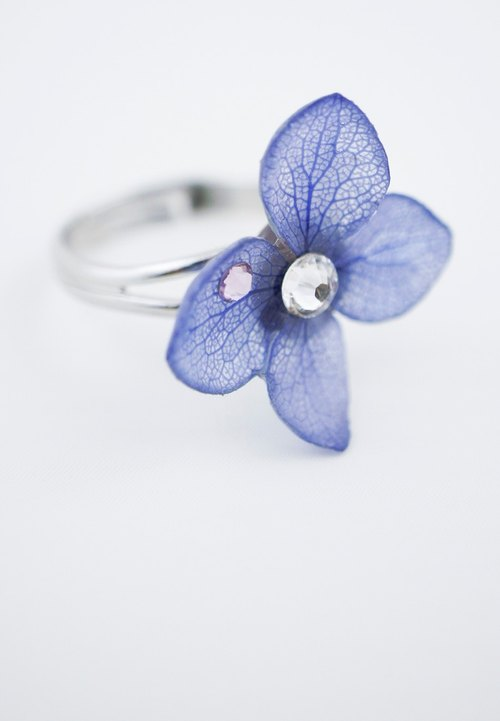 Rhapsody in Garden – Blue Real Hydrangea Flower with Swarovski Crystal Ring
