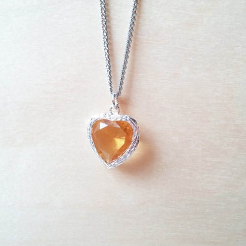 Citrine love heart-shaped short necklace