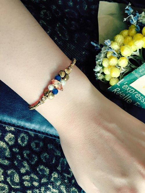 Fuchia ~ Autumn ~ Zircon / natural stone / brass bracelet
