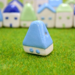 [Is] a good small house tables decorated with ceramic necklace _ _ _ attached tray tower roof and turf
