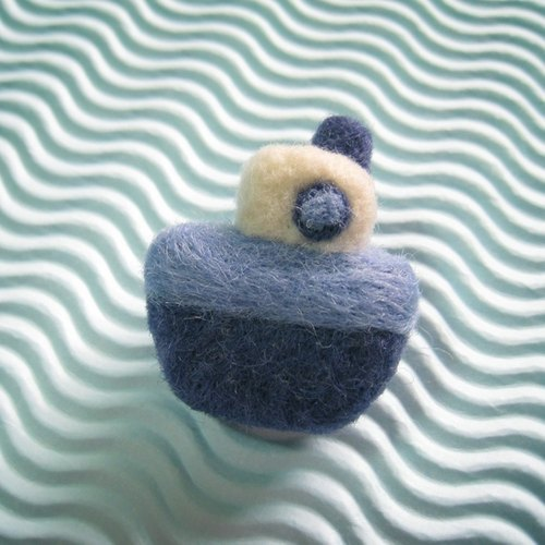 Small tankers wool felt brooch