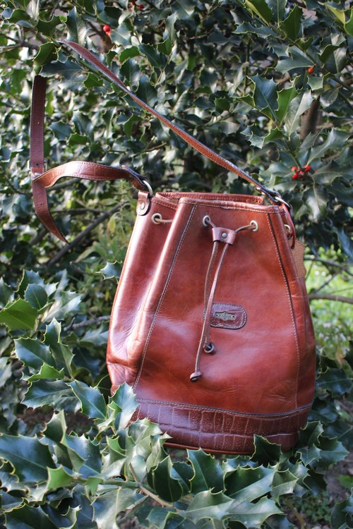 F1812 [made in Italy label] (Vintage) shoulder slung brown leather bag beam port design