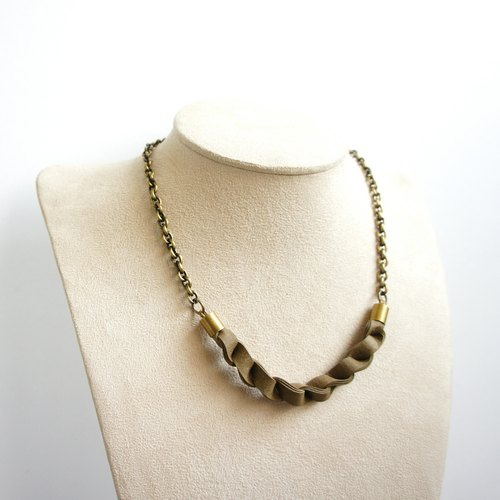 "Landscape ""primary"" series on the neck - army green metal clavicle short chain / knit short-chain necklace simple outfit neat styling voluminous clavicle chain / Mother's Day Gift"