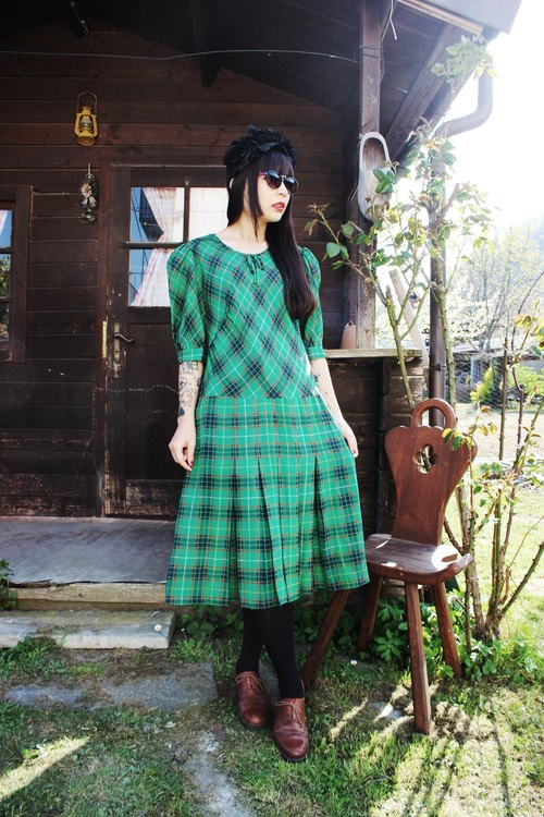 F915 (Vintage) green plaid short-sleeved vintage dress