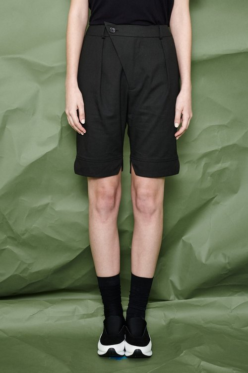 Black shorts fifth shape