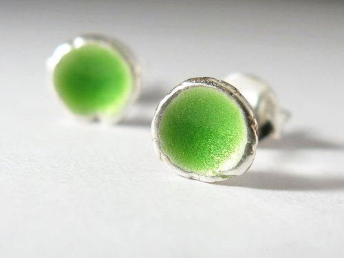 Yegu silver enamel earrings / grass green (transparent)