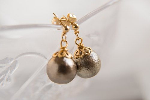 Japanese traditional handmade Cotton Pearl Earrings (bronze)