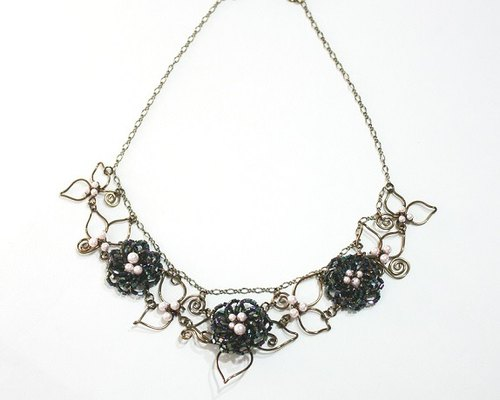 Versailles palace Sonata short black camellia necklace handmade Limited (Swarovski crystal pearls)