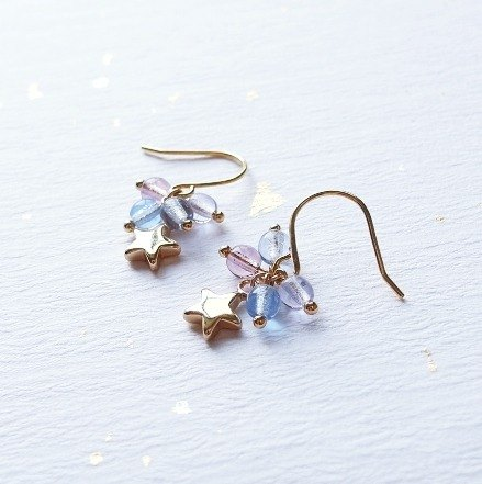 | A touch of moonlight | candy Earth stars small string earrings