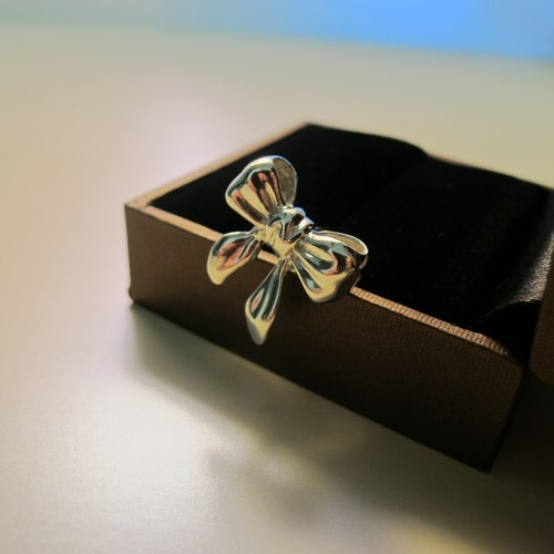 Sterling silver - ribbon bow (single) {Ribbon Bow / 925 Sterling Silver}