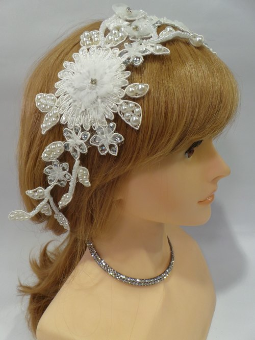 Classical elegant beaded lace embroidery piece bridal combs decorated Buffet wedding. Handmade bridal headdress