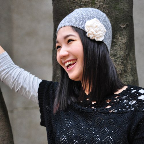 Small fragrant wind camellia hand-knit wool hat