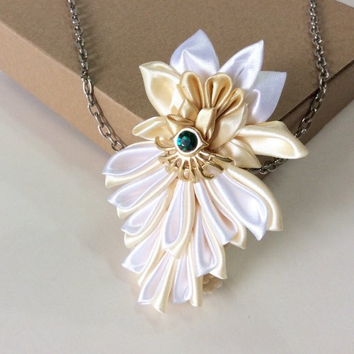 Kanzashi gold white ribbon flower necklace(つまみ細工)