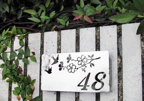 Stainless steel flowers and birds small door chic elegant and fearless weather This product can only engrave numbers