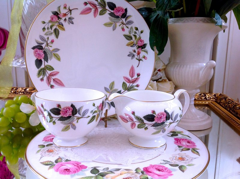 ♥ ♥ Annie crazy Antiquities British Royal Queen bone china Wedgwood 1970 年 Hathaway pink rose milk pot sugar bowl two groups - the new inventory, replenishment