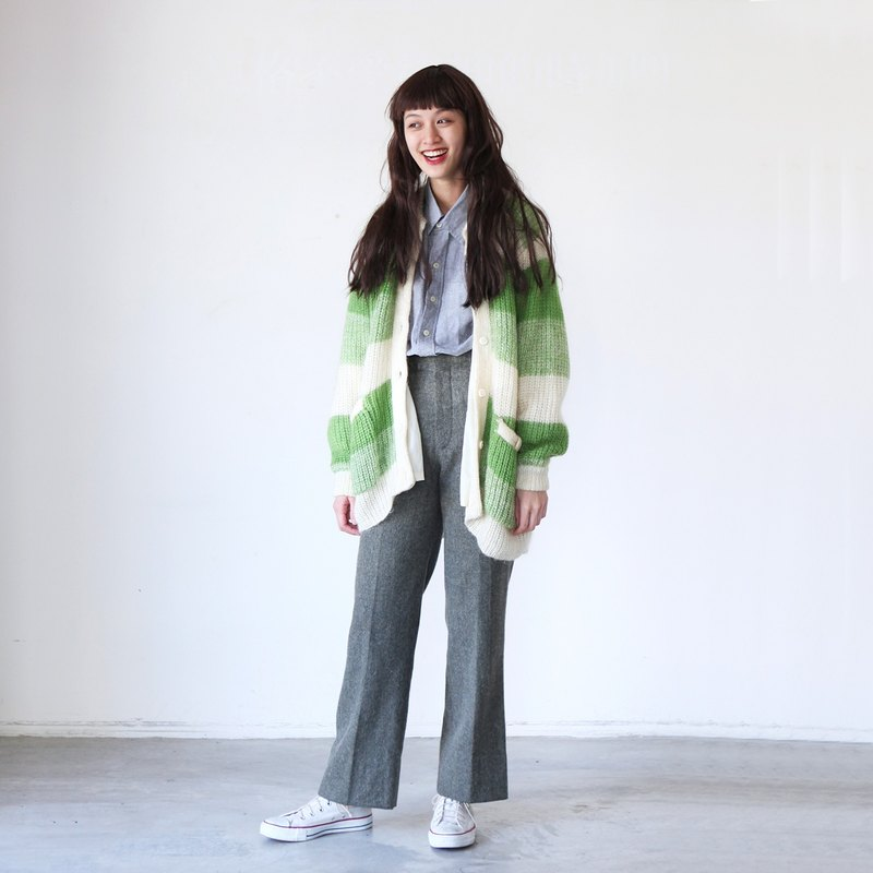 A ROOM MODEL - VINTAGE, CS-1635 vintage white apple green cardigan sweater with Shimokitazawa