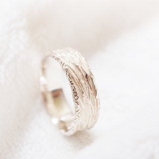 Shabon Lee silver designer toy jewellery figure - Nature Series - white zebra pattern ring (bubble lace). Exclusive 925 sterling silver handcrafted ring.