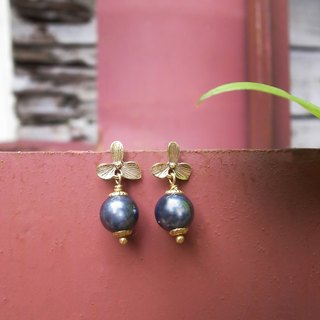 """Travel light"" small Southern woman flowers allergy 925 Silver Needle earrings (black) Hand retro brass"