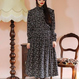 F1196 (Vintage) vintage black long-sleeved dress autumn flowers