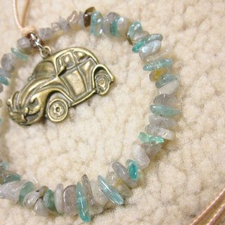 Beetle with apatite + labradorite irregular gravel circle pendant rope attached to the neck, a green line only