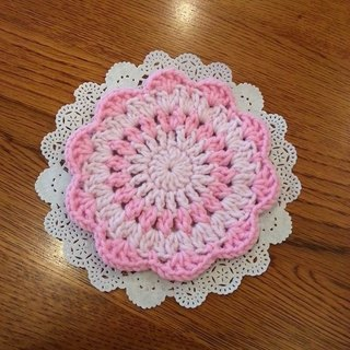 [Knitting] flower coaster - pink and pale pink cherry Waltz