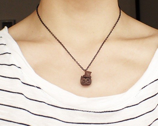 Owl pendant with metal necklace