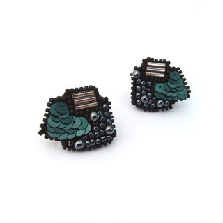 Geometric Circular Sector Embroidery Earrings / Green Black