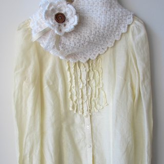White medal - Hand-crocheted scarves circle (with pin)