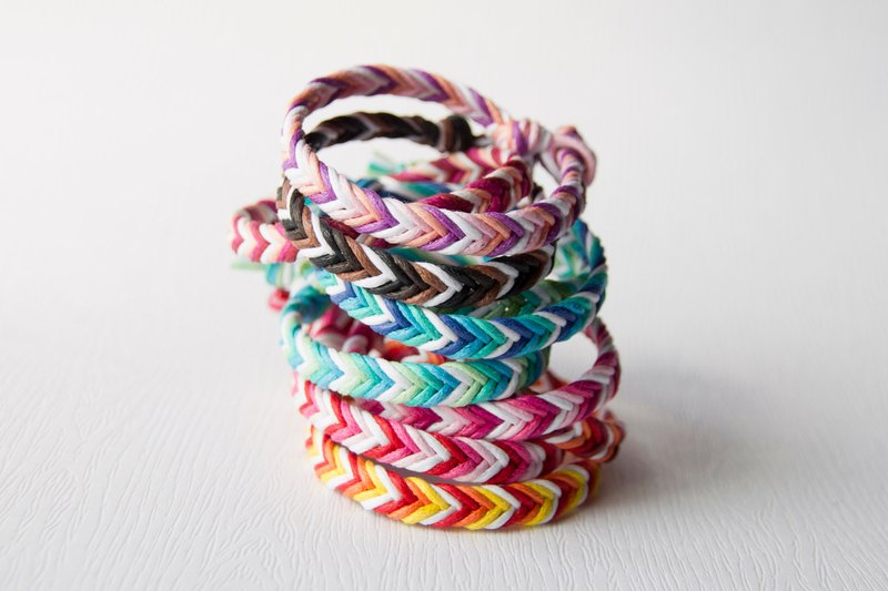 From shallow to deep - coarse version of neutral / hand-woven foot ring