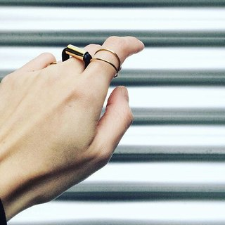 SIBYLAI neutral minimalist industrial style ring - bright gold + matte black