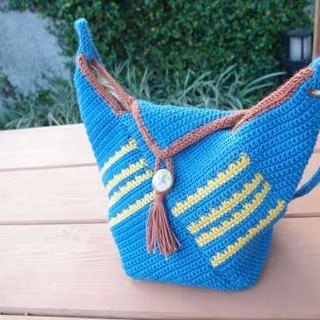 An eagle first color tassel bucket bag - hand-woven ramie