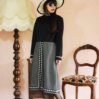 F1130 (Vintage) black turtleneck diamond fabric flower stitching Plaid skirt long-sleeved vintage dress