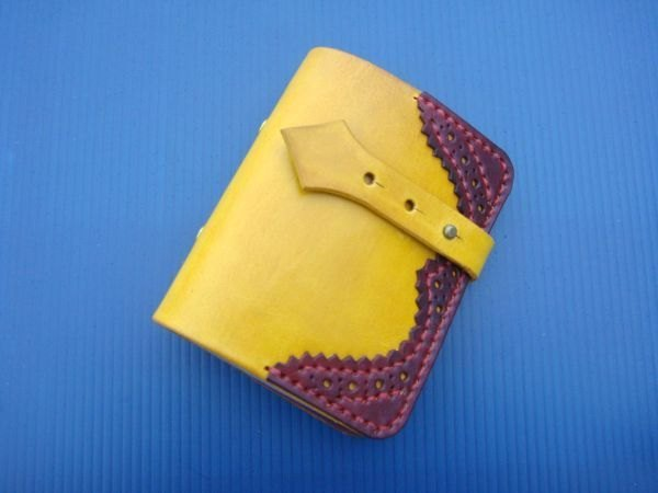 [ISSIS] 真皮全手工英國牛津雕花卡票本 -- 黃棕