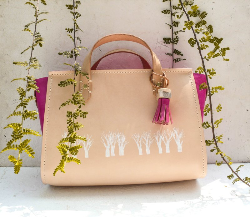 Snow white forest vegetable tanned leather full leather hand tote bag with wood tassels accessories