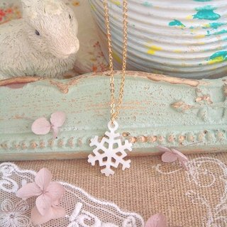 Garohands natural pearl white snowflakes feel hollow sculpture A460 short chain gift