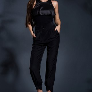 Out of the Shadow high waist pants in Black