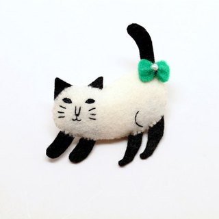 Stretching cat pin hanger