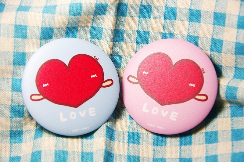 LOVE badge / magnet / a
