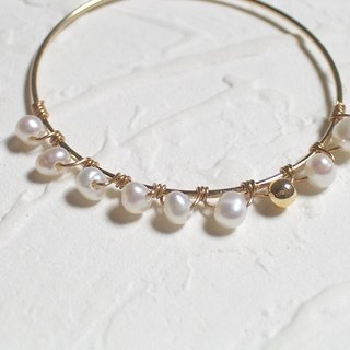 Simple white pearl gold ring type earrings