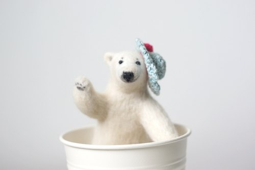 [Forest horn] wool felt Mr. Polar Bear