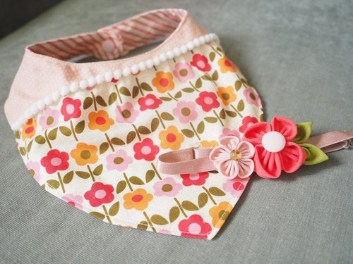 Handmade pink flower pattern baby bib and headband set