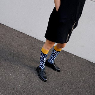 Coral paragraph / knee stockings - blue and yellow